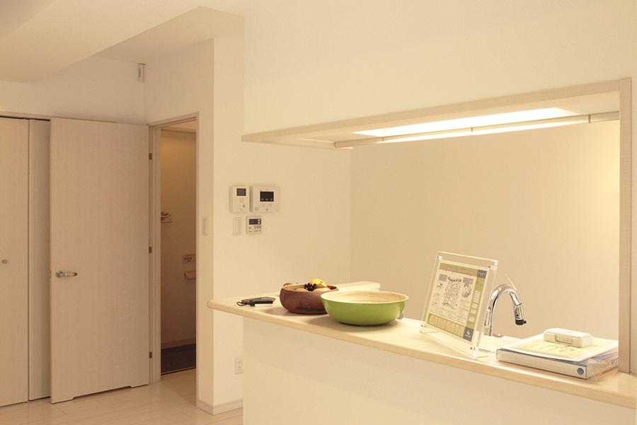 オープンな対面キッチン。賑やかな声が今にも聞こえてきそうです_MG_2651s