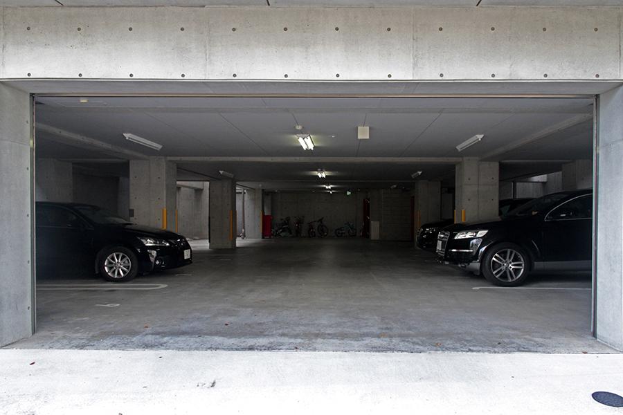 駐車場はシャッター有りでセキュリティ面もバッチリ_MG_2930s