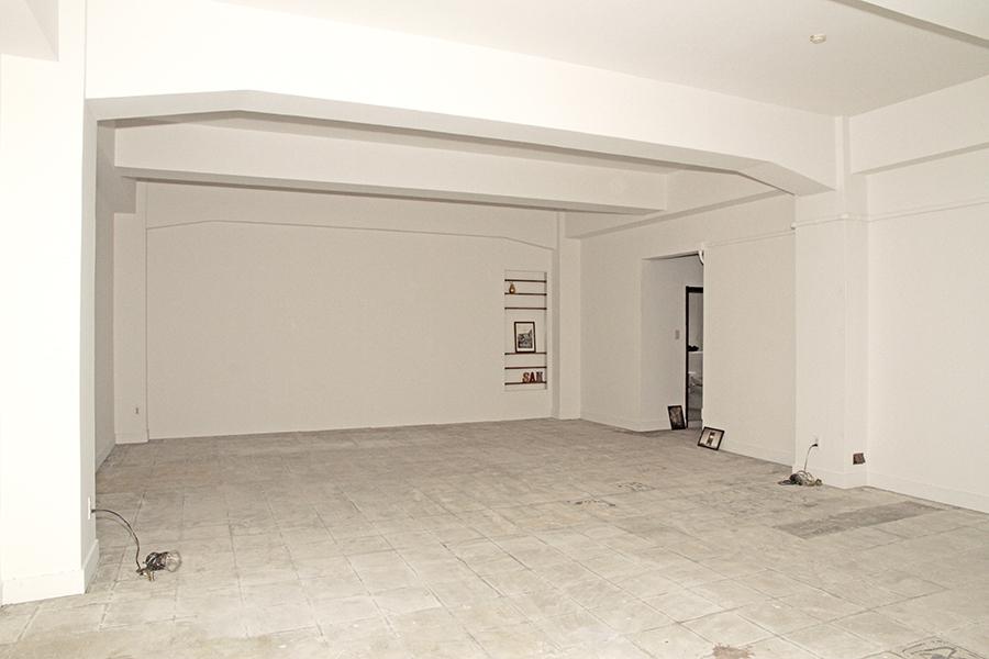 天井も高く、壁も大きく、広々としたフロアです。