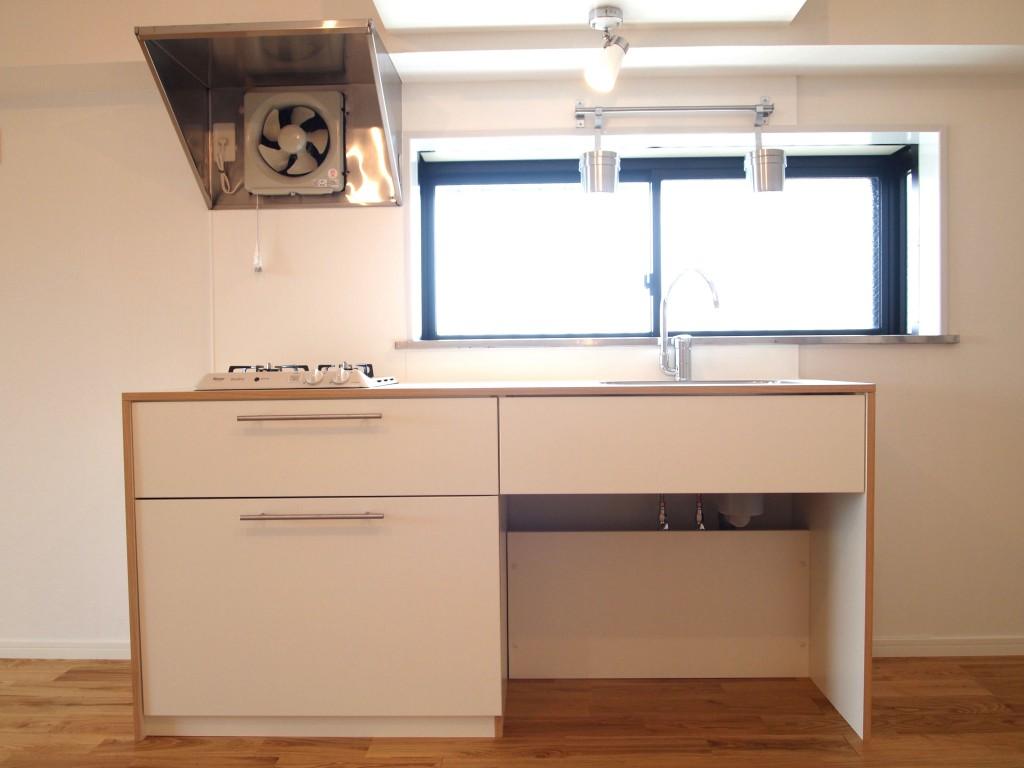TOMOS自慢のキッチンはシンプルでおしゃれ。OLYMPUS DIGITAL CAMERA