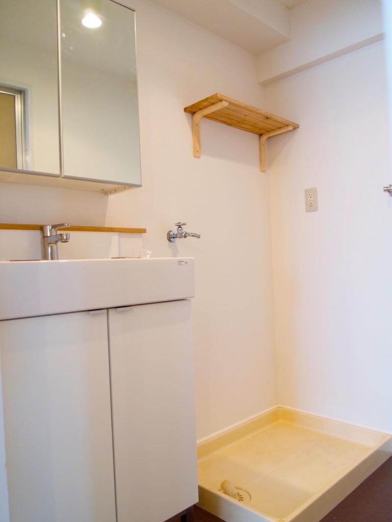 洗面の棚も木で出来ていますOLYMPUS DIGITAL CAMERA