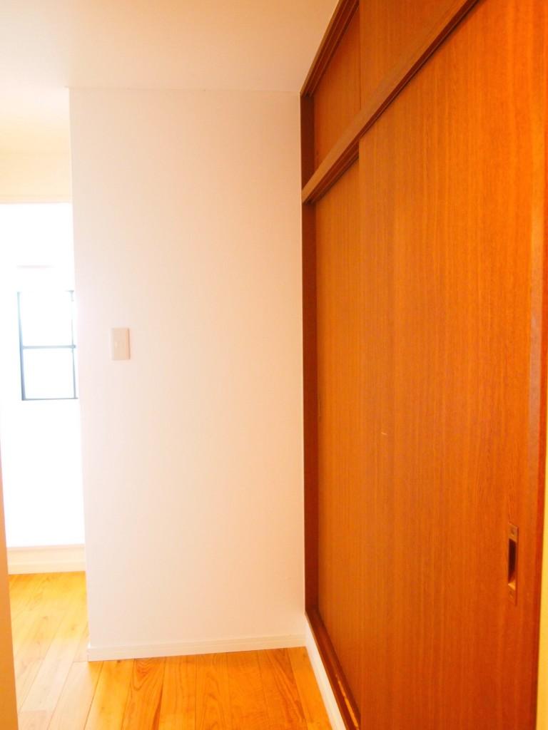 玄関クロークも同じく懐かしい雰囲気の茶色ベースOLYMPUS DIGITAL CAMERA