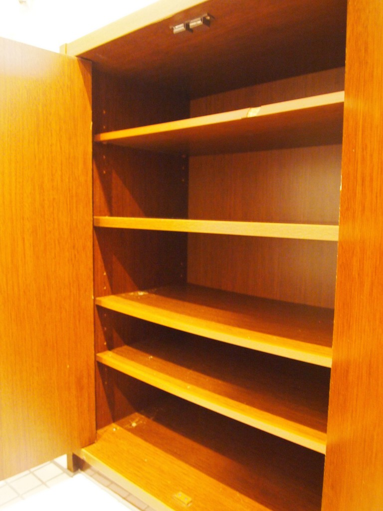 4B号室も同じく茶色ベース。OLYMPUS DIGITAL CAMERA