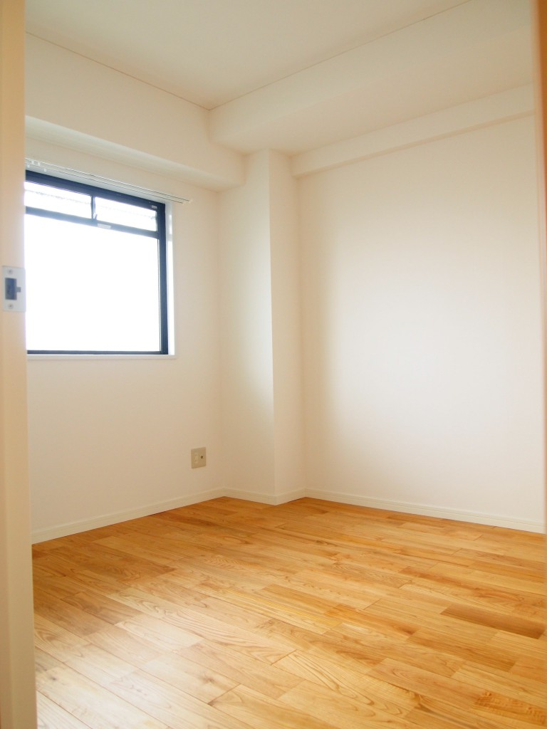 こちらは4E号室の洋室。OLYMPUS DIGITAL CAMERA