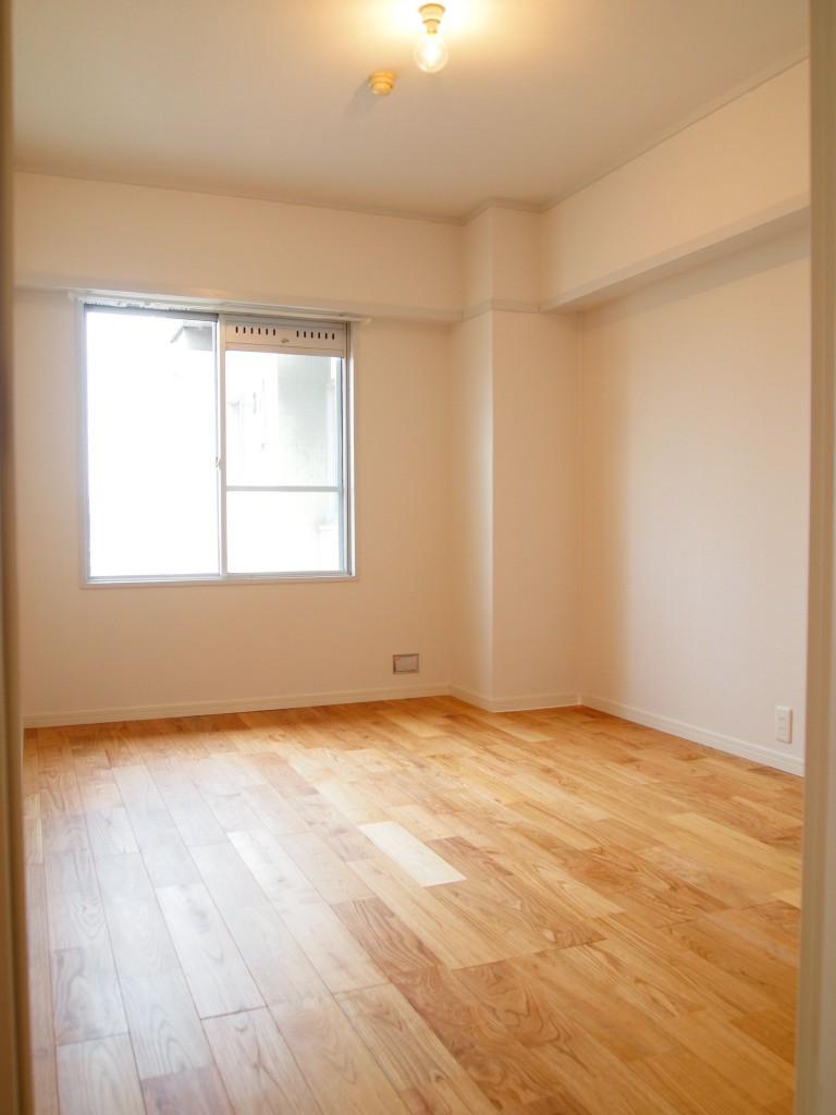 6帖明るく広い洋室。