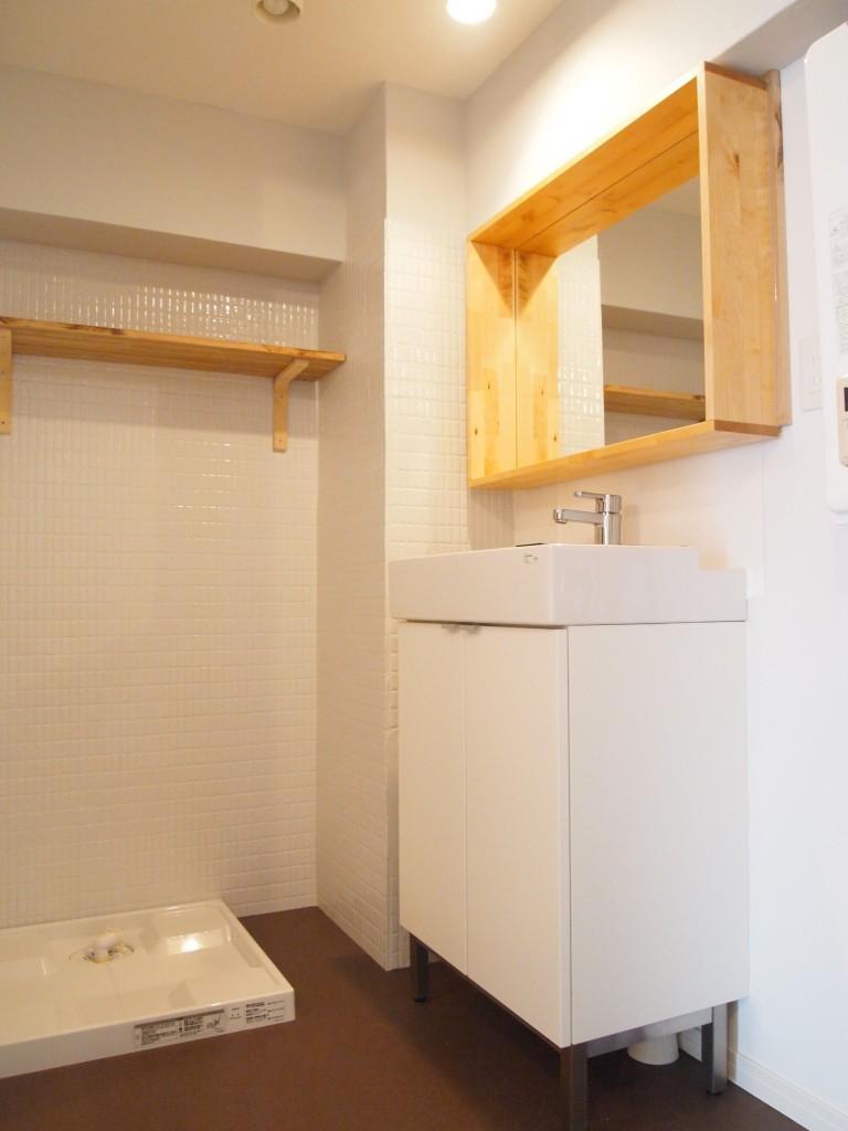 なかなかない木枠デザインの洗面。