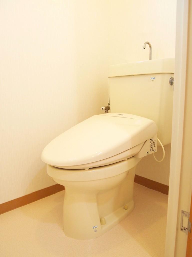 シンプルできれいなトイレ。