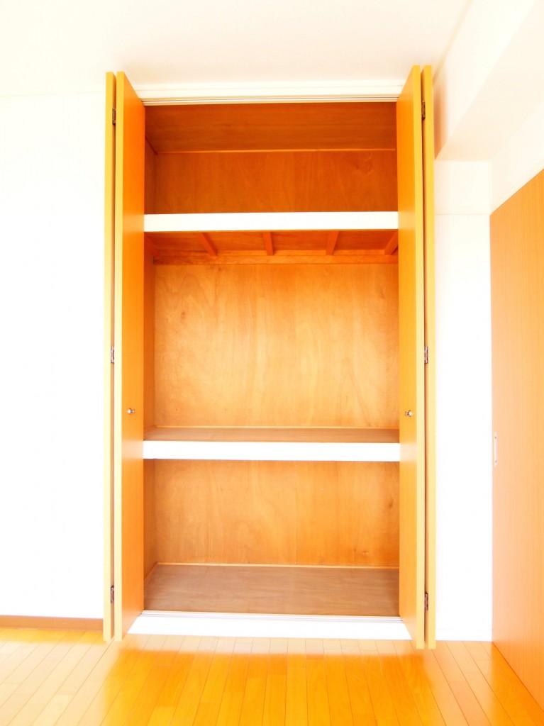 大きな収納棚がついているので、たくさんの荷物が収納できます。