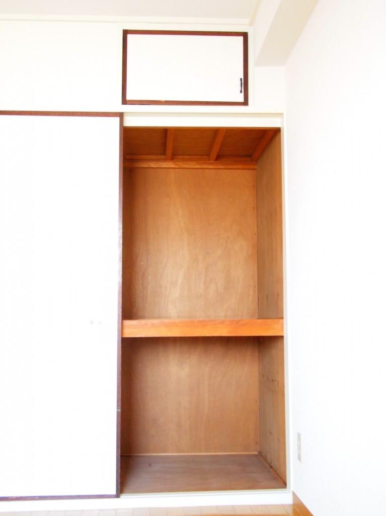 和室の押し入れの上には小さな物入れもついています。