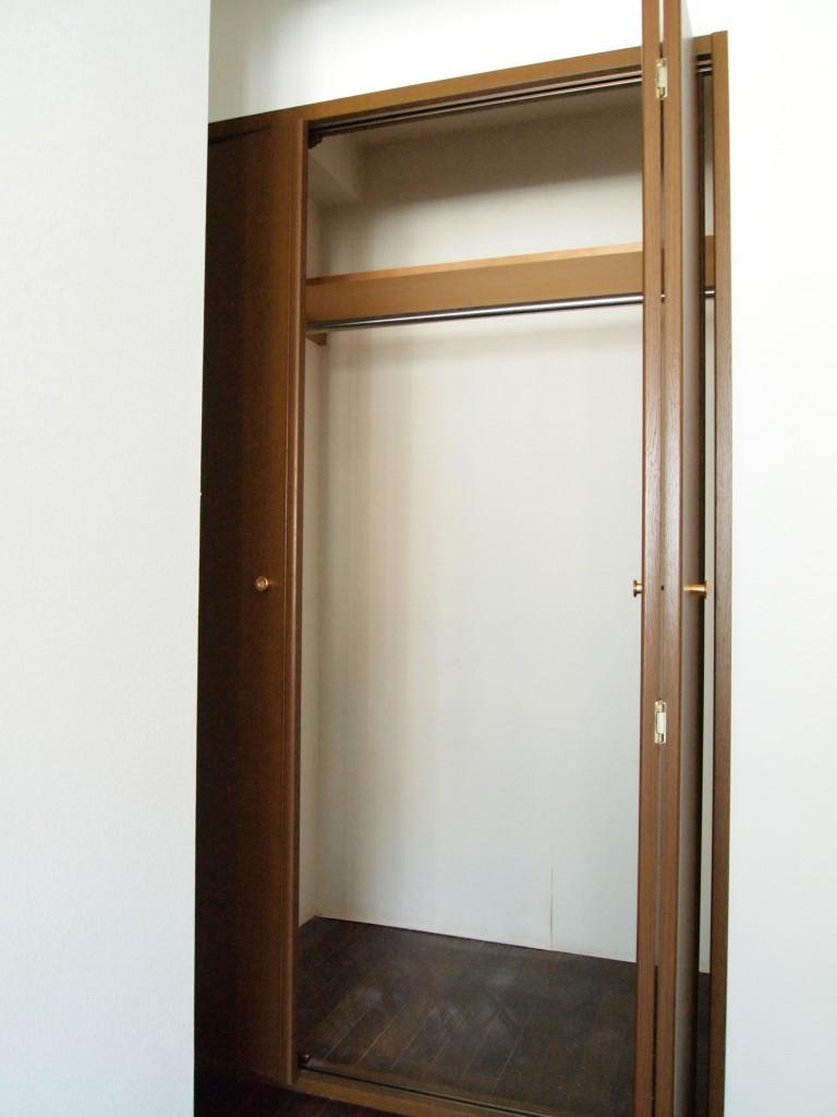 洋室にはクローゼットもついています。