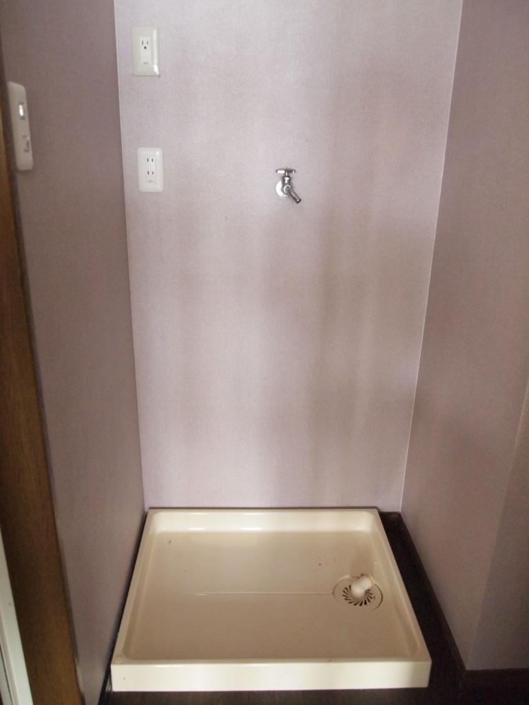 洗い物場や洗面はしっとり薄紫の落ち着く空間。