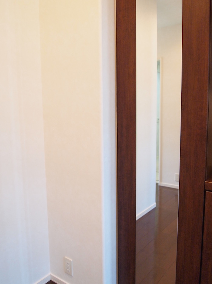 玄関の姿見の裏にも、もちろんシューズクロークが完備されています。