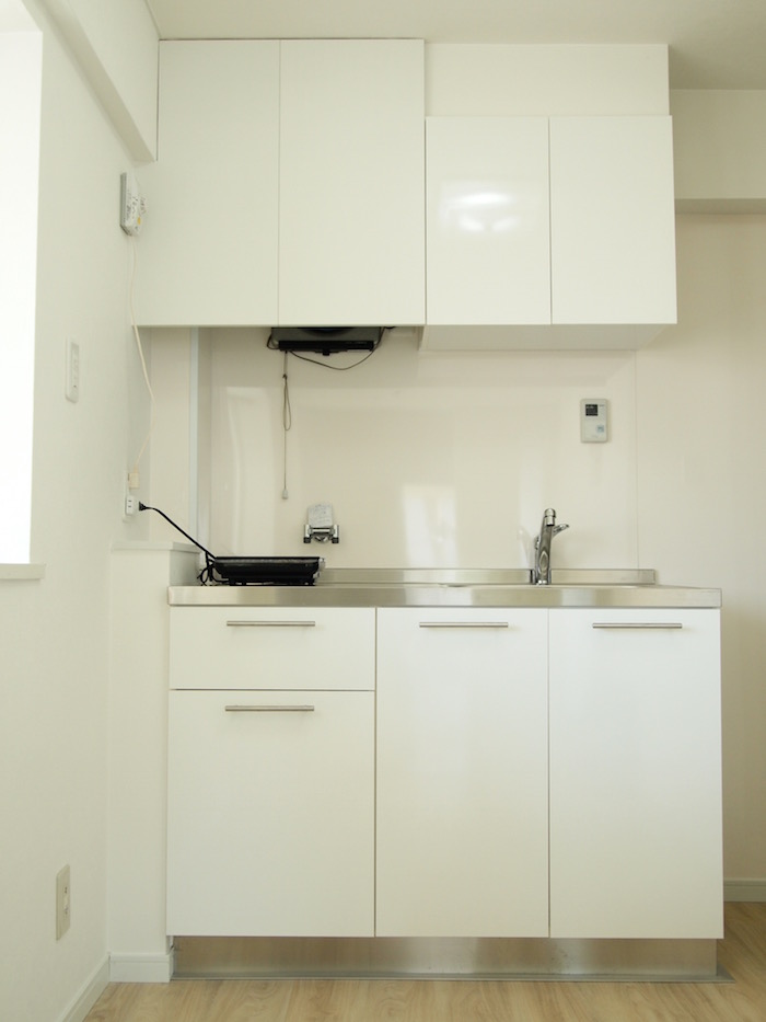ミニマルな可愛いサイズ感のキッチン。