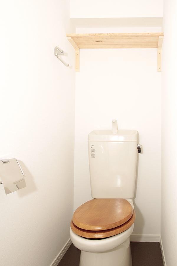 木目調がポイントのトイレはシンプルでキレイ!_MG_2068s