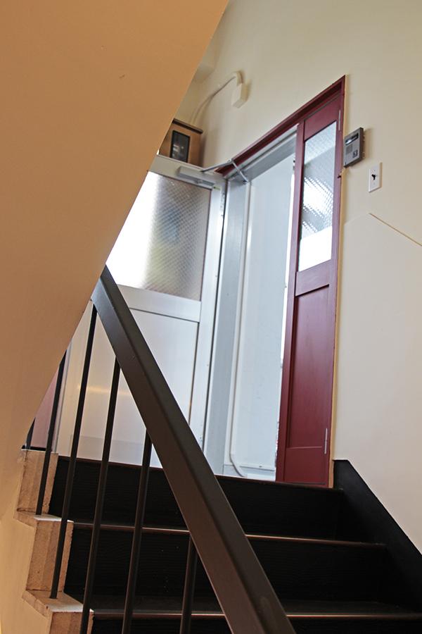屋上へ続く階段です。