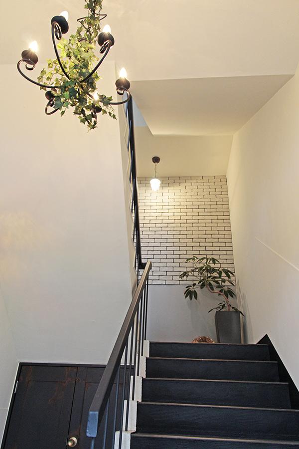 屋上へと向かう階段も装飾がオシャレ_MG_5616s