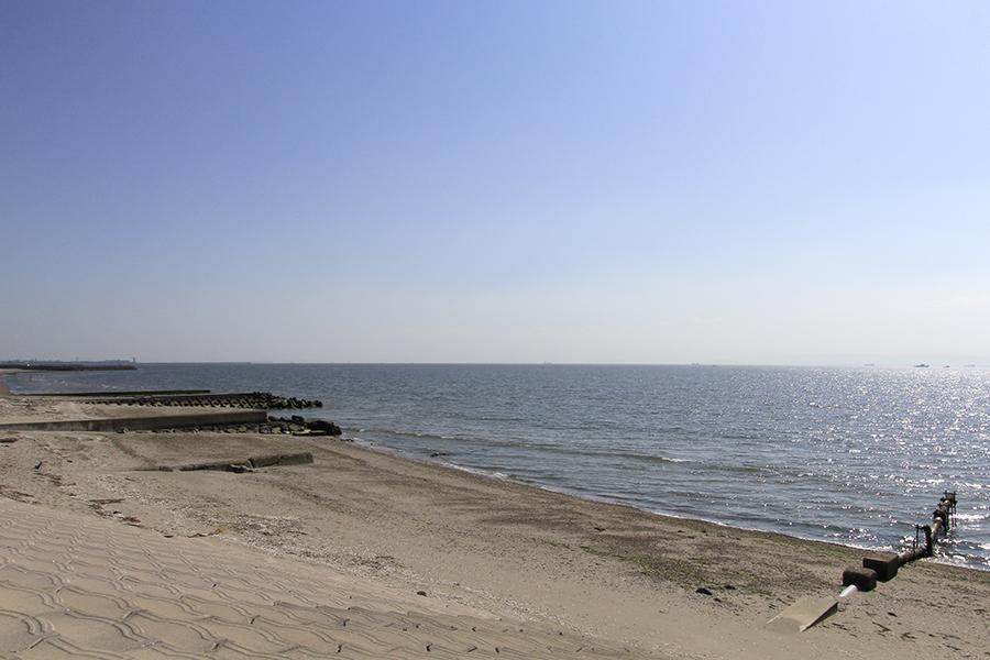近くには海もあるので、お散歩コースにピッタリです。