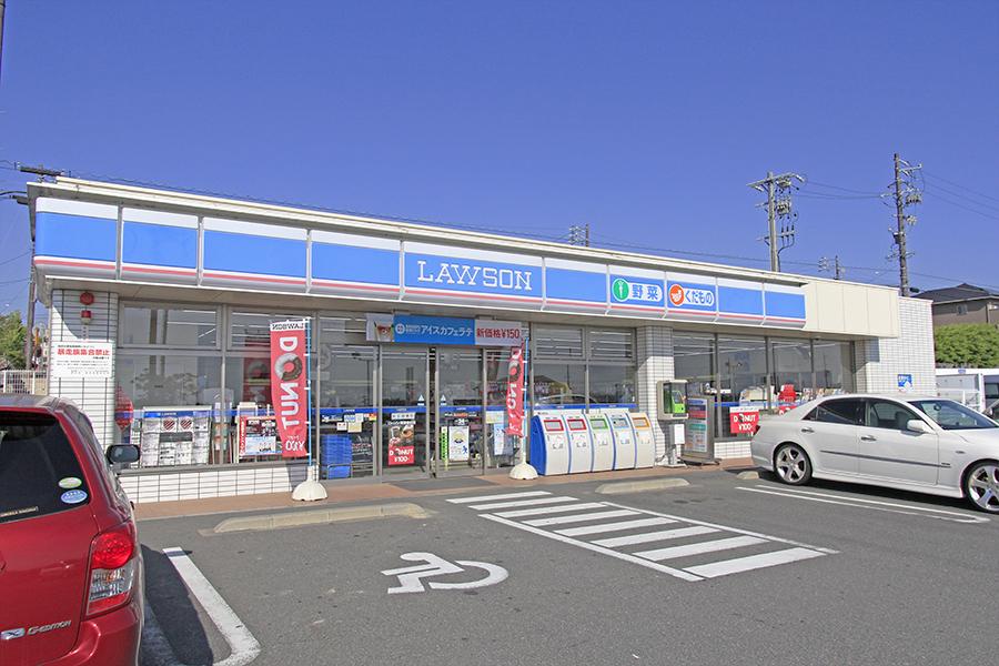 徒歩圏内にスーパーやコンビニ、100円ショップなどがあります_MG_6417s
