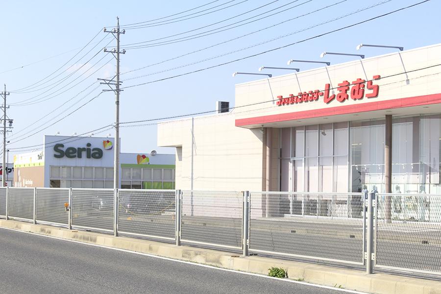 徒歩圏内にスーパーやコンビニ、100円ショップなどがあります_MG_6425s