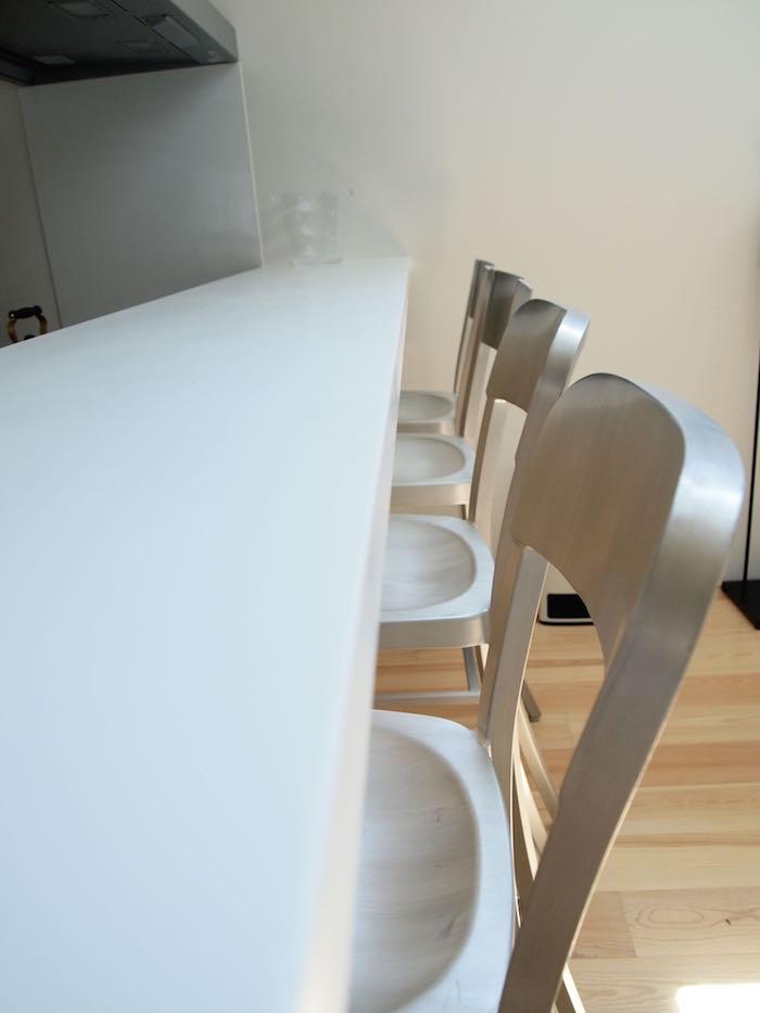 カウンターに座っておしゃべりしながら食事できますね。