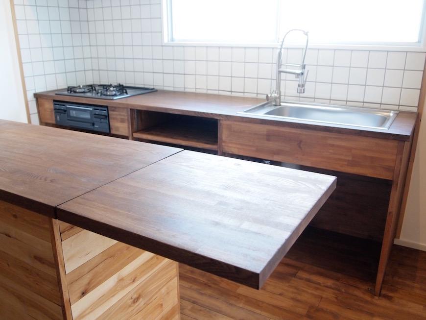 キッチンにはカウンターもあるので、みんなで料理するのもいいですね。