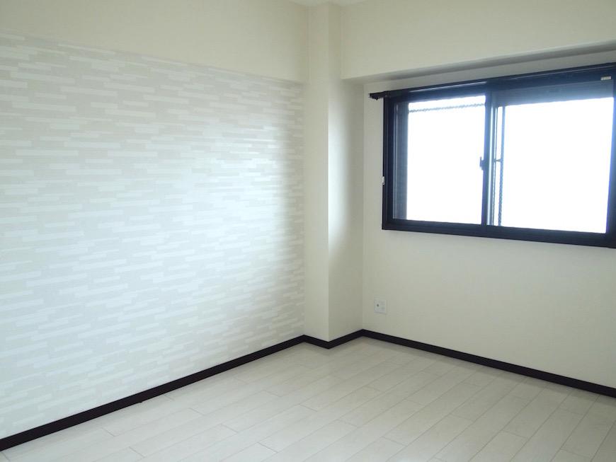 6帖の洋室は、窓からの光で充分明るいです。