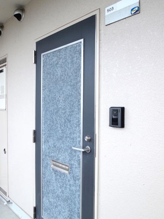 こちらが玄関ドアになります。