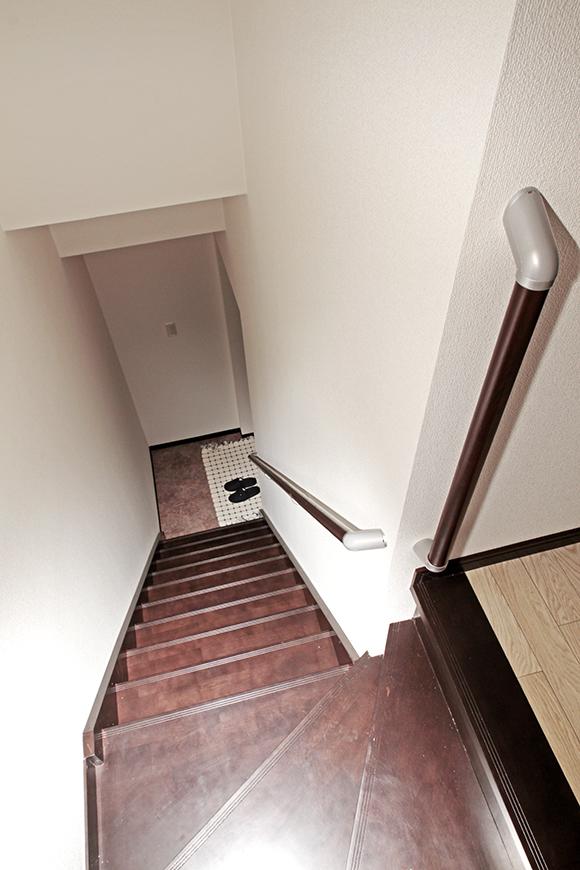 手摺がついているので、安心な階段です。