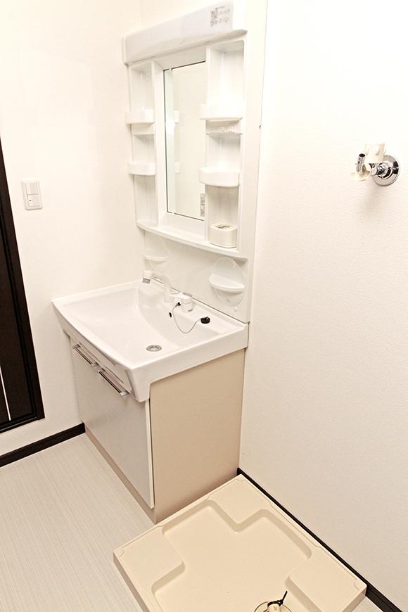 独立洗面台と室内洗濯機置き場です_MG_6779