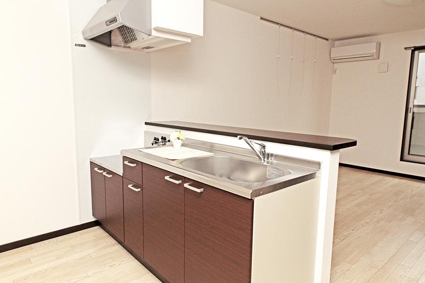 清潔感のあるきれいなキッチンは使い勝手も良さそうです。