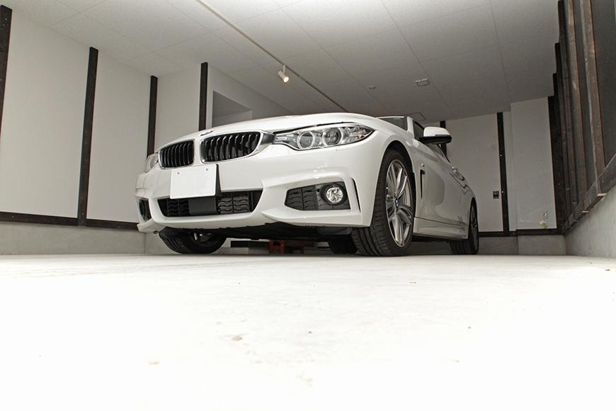 車好きにはたまらない空間のガレージですね!