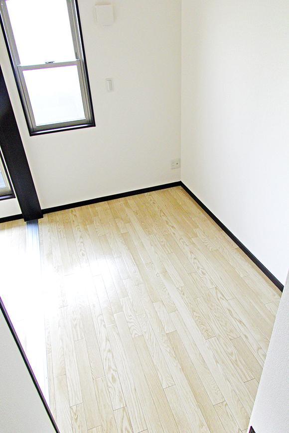 LDKの隣の洋室(3.8帖)は、こじんまりとして落ち着きます_MG_8979