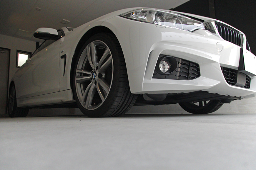 ガレージに愛車を停めたイメージ写真です_MG_9019