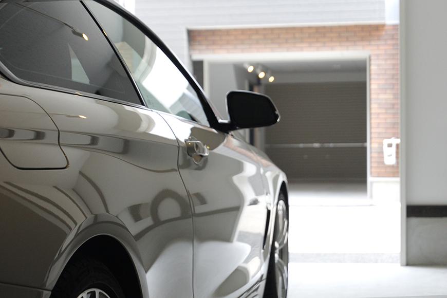 ガレージに愛車を停めたイメージ写真です_MG_9052