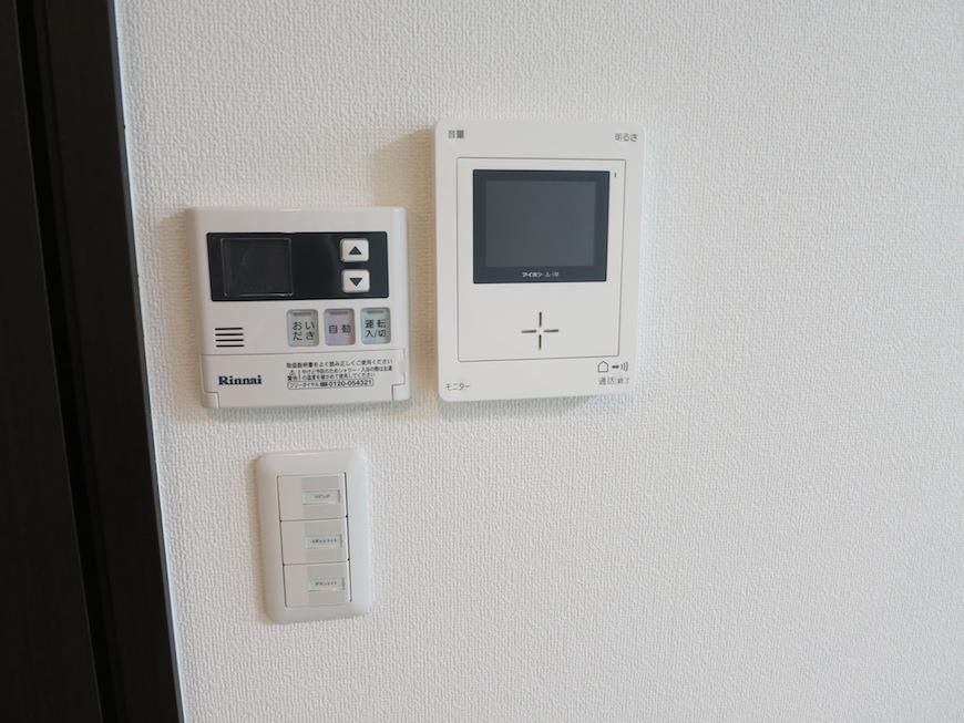 モニター付きのインターホンで来客の方の顔が見えるので安心。IMG_3226