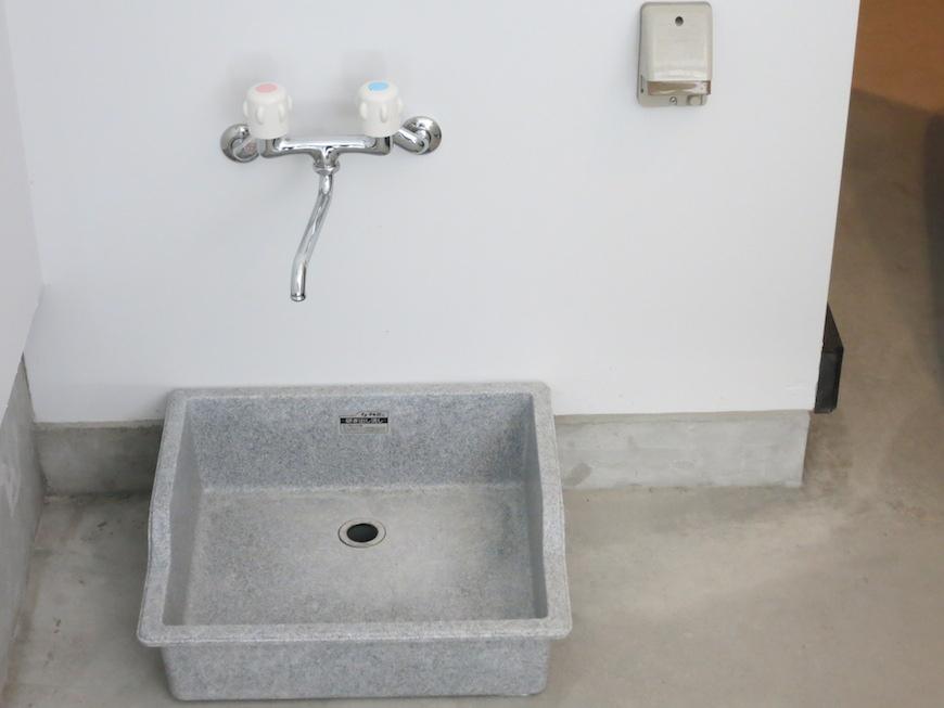 ガレージ内で水道も使えます。IMG_3240