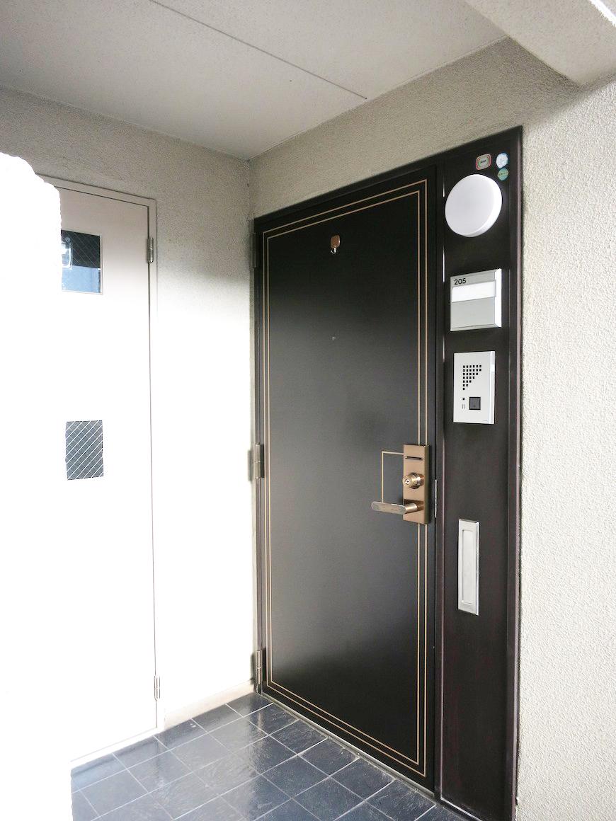 205号室の玄関ドア_IMG_3326_rth