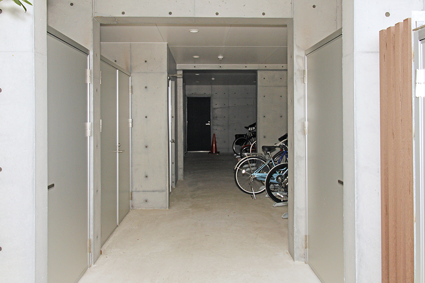 左手にペット専用の足洗い場、右手に自転車置き場です_MG_0791
