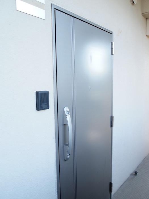 さて、玄関は・・普通ですね。