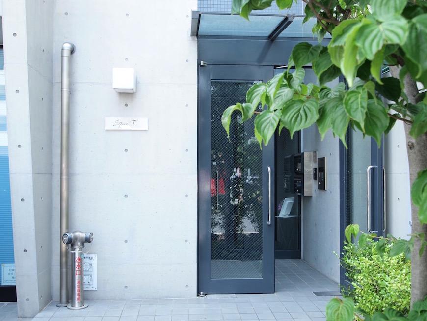 入口は緑がきれいな落ち着いた感じになっています。