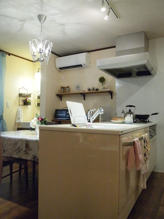 充実した設備の立派なホワイトキッチン。