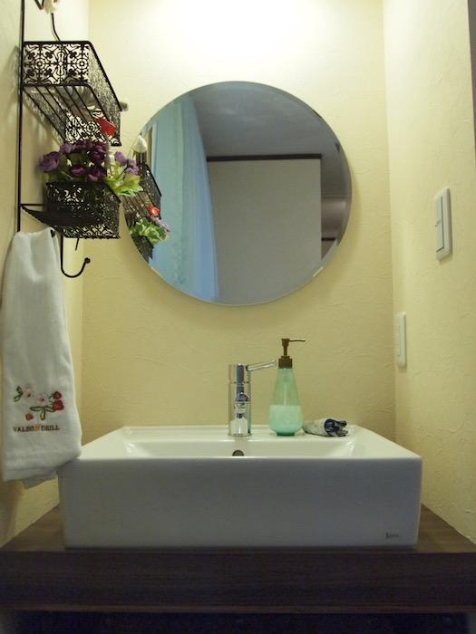 なんと一棟には洗面が三つもついています!