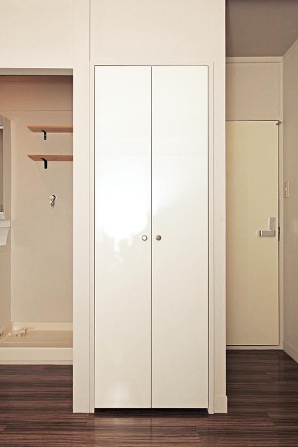 リビングの中央部分にあるこの扉を開けると・・・_MG_1322