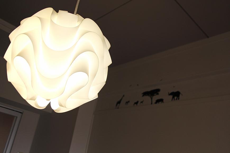 素敵な照明と、壁にはシルエット風のウォールステッカー☆_MG_1414