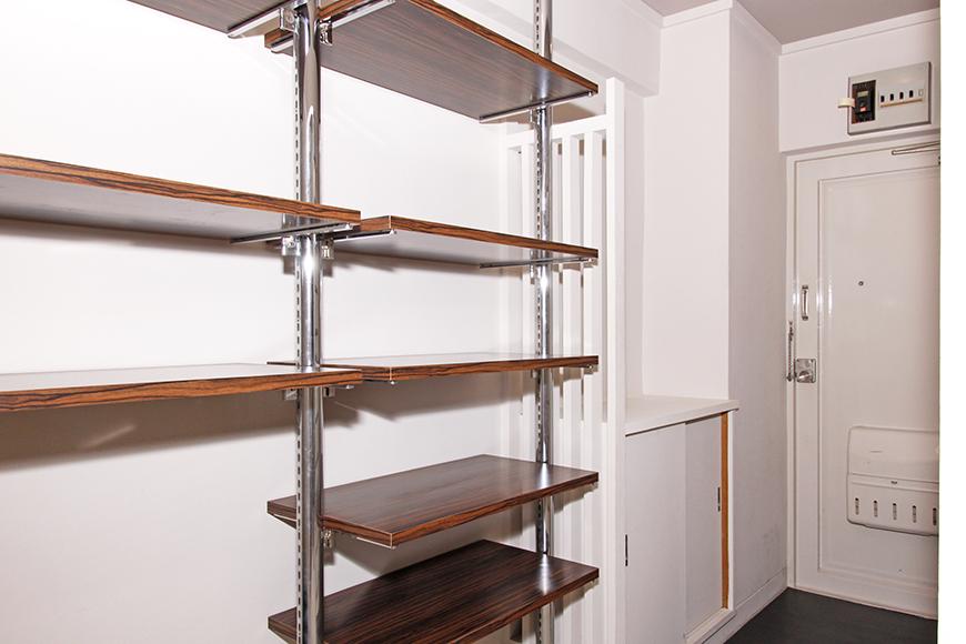 玄関には多目的な棚も完備されています。さて、何を置きましょう?_MG_1487