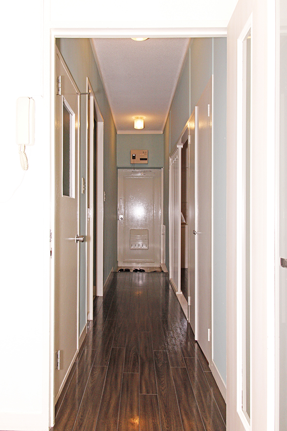 リビングから廊下に戻りつつ・・・インターフォン完備です!_MG_1633