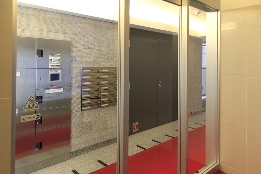 入口もセキュリティ抜群なので、女性の一人暮らしに安心なマンションです。