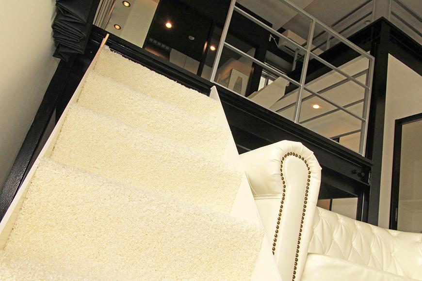 フカフカの絨毯敷き階段でキッチンへ_MG_2492