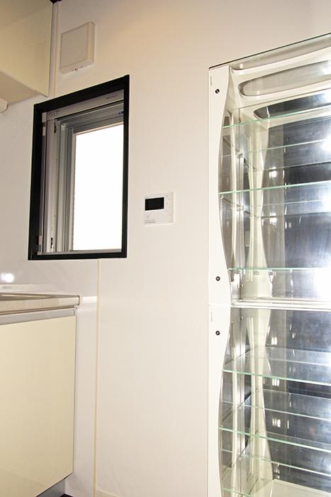 キッチンを彩るオシャレな食器棚_MG_2539
