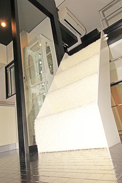 キッチンからロフトへと続く階段_MG_2546